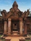 Tempiale di Banteay Srei vicino a Angkor Wat, Cambogia. fotografia stock libera da diritti