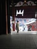 Tempiale di Senso-ji dall'interno di (Tokyo, il Giappone) Fotografia Stock Libera da Diritti