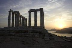 Tempiale di Sounio con il tramonto fotografie stock libere da diritti