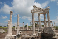 Tempiale di Traianus (Trajan) in acropoli pergoman Immagini Stock