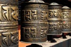Tempiale dorato buddista tibetano delle rotelle di preghiera Immagini Stock