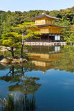 Tempiale dorato giapponese. Fotografie Stock