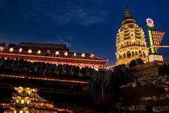 Tempiale illuminato in su per il nuovo anno cinese Immagini Stock Libere da Diritti