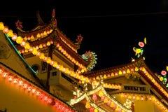 Tempiale illuminato in su per il nuovo anno cinese Fotografia Stock Libera da Diritti