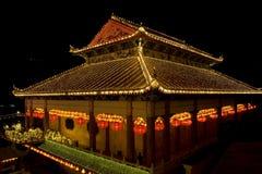 Tempiale illuminato in su per il nuovo anno cinese Fotografie Stock Libere da Diritti