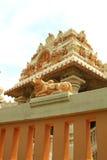 Tempiale indù che brilla al sole Fotografie Stock Libere da Diritti