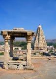 Tempiale indù e torretta immagine stock libera da diritti
