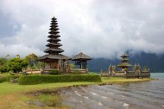 Tempiale sul lago Bratan immagine stock libera da diritti