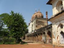 Tempiale vicino al mausoleo di Safdardzhang Fotografia Stock Libera da Diritti