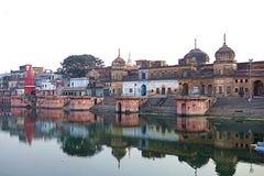 Tempie antiche dell'India su acqua fotografia stock libera da diritti