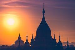 Tempie buddisti antiche di Bagan Kingdom ad alba Il Myanmar (B immagini stock libere da diritti