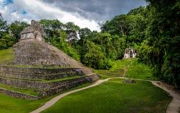 Tempie del gruppo trasversale alle rovine maya di Palenque - il Chiapas, Messico fotografie stock libere da diritti