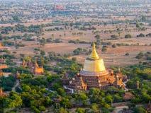 Tempie del Myanmar di estate immagini stock