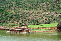 Tempie della riva del lago Fotografie Stock