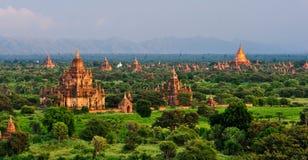 Tempie di Bagan al tramonto immagini stock libere da diritti