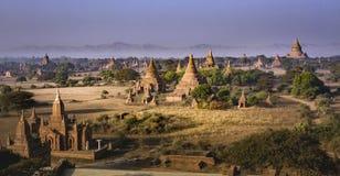 Tempie di Bagan durante l'alba, Myanmar fotografie stock