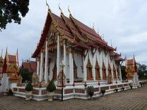 Tempie di Buddistvskie ed i loro elementi approssimativi di architettura antica fotografia stock