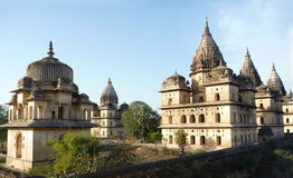 Tempie di Orchha Chhatris, India Fotografia Stock Libera da Diritti