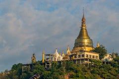 Tempie di Sagaing di mattina fotografia stock libera da diritti