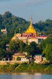 Tempie di Sagaing di mattina immagini stock