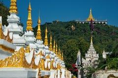 Tempie infinite del Myanmar Fotografie Stock Libere da Diritti