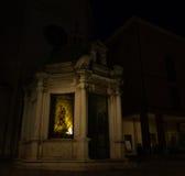 Tempietto di Sant'Antonio en la noche en Rímini, Italia Foto de archivo