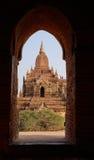 Tempio in Bagan ad alba, Myanmar fotografia stock