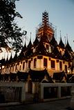 Tempio Bangkok di Lohaprasart del paesaggio di vista di notte fotografia stock
