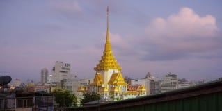 Tempio a Bangkok Tailandia (Tri mit di Wat) fotografia stock libera da diritti