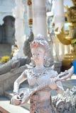 Tempio bianco di Buddha della statua del demone, Tailandia fotografia stock