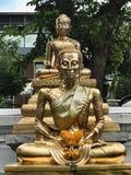Tempio buddista e statua in Tailandia Immagini Stock Libere da Diritti