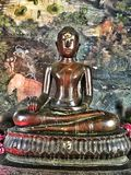 Tempio buddista e statua in Tailandia fotografia stock libera da diritti