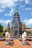 Tempio buddista Wat Preah Prom Rath in Siem Reap, Cambogia fotografia stock libera da diritti