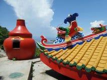 Tempio cinese Colourful sul porto del nord di Koh Sichang Island Immagine Stock