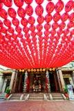 Tempio cinese con i lotti delle lanterne rosse a Kaohsiung, Taiwan Fotografie Stock Libere da Diritti