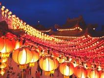 Tempio con le lanterne sul jn cinese Malesia del nuovo anno Fotografia Stock