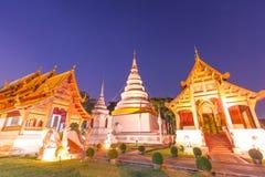 Tempio crepuscolare di singh di phra del wat della pagoda Immagine Stock