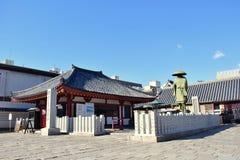 Tempio del Giappone Osaka Shitennoji in un giorno soleggiato immagini stock libere da diritti