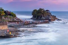 Tempio del lotto di Tanah nel villaggio di Beraban Tabanan, Bali fotografia stock libera da diritti