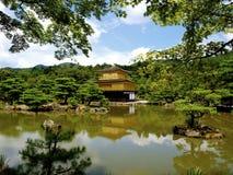 Tempio del padiglione dorato a Kyoto fotografia stock libera da diritti