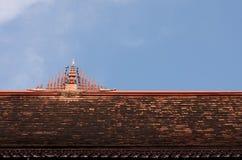 Tempio del timpano del tetto nello stile tailandese. Fotografia Stock