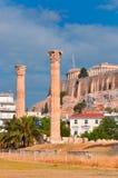 Tempio dell'olimpionico Zeus e dell'acropoli con il Partenone Immagine Stock Libera da Diritti