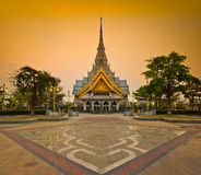 Tempio della Così-spina di Wat nel tramonto Immagini Stock