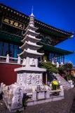 Tempio della montagna di Sanbangsan all'isola di Jeju immagini stock
