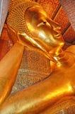 Tempio della Tailandia Bangkok del Buddha adagiantesi (Wat Pho) Immagini Stock