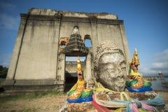 TEMPIO DELLA TAILANDIA KANCHANABURI SANGKHLABURI FLOODET Immagini Stock Libere da Diritti