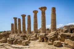 Tempio delle colonne del Dorian di Heracles nella valle delle tempie - Agrigento, Sicilia, Italia Fotografia Stock Libera da Diritti
