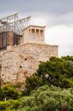 Tempio di Athena Nike sulla collina dell'acropoli Tempio ionico antico che descrive dea Atena con 4 colonne monolitiche & decorat immagini stock