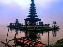 Tempio di Bali nel lago Fotografia Stock