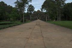 Tempio di Baphuon, tempio khmer buddista in Angkor Thom City a partire dal XI secolo, nel complesso di Angkor Wat vicino a Siem R fotografie stock libere da diritti